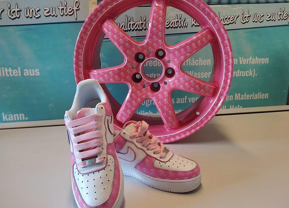 Pink Wheel und Sneaker